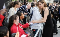 Anjelina Jolie with the fans